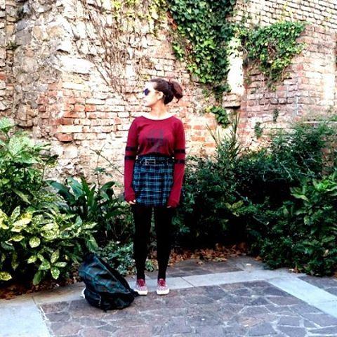 Ultimi giorni di sole prima del freddo ne approfitto per vestirmi come dico io!!! #haveaniceday #backtoscholl #outfitoftheday #schoolstyle #outfit #autumnoutfit #fashionblogger #fashionista #fashionoutfit #style #skirt #tee #vans #eastpak