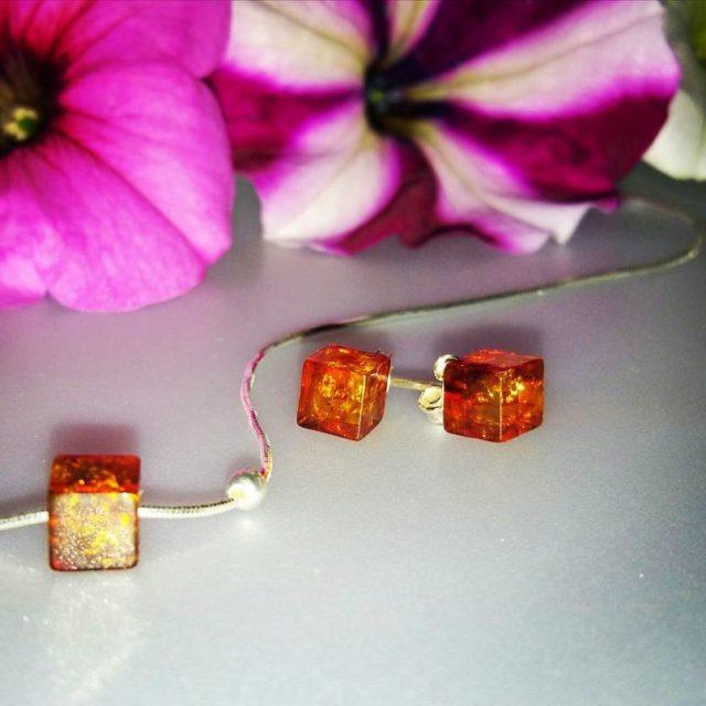 picoftheday jewels ecco la parure di orecchini e collana firmatahellip