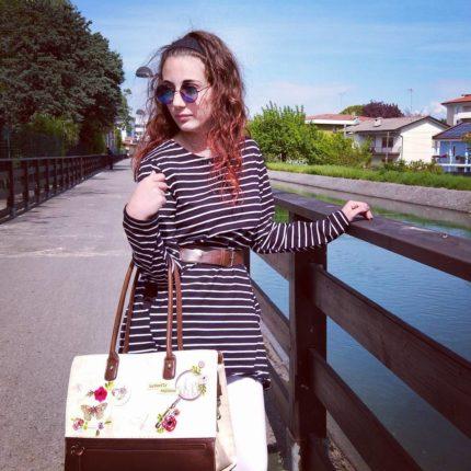 Scartate le tradizionali uova ci concediamo quattro passi sotto il cielo azzurro, serena giornata a tutti voi e alle vostre famiglie dal team di #atrendyexperience  #picoftheday #easterday #pasqua  #fashiondetails #fashiongram #outfitoftheday  #minidress #newchic #bag vendulalondon #instafashion #fashionista #italianmodel #italianfashionblogger #italianblogger #fashionblogger #shoot #vlogger #igers #igersitalia #haveaniceday #enjoyyourlife #behappy #sunnypic