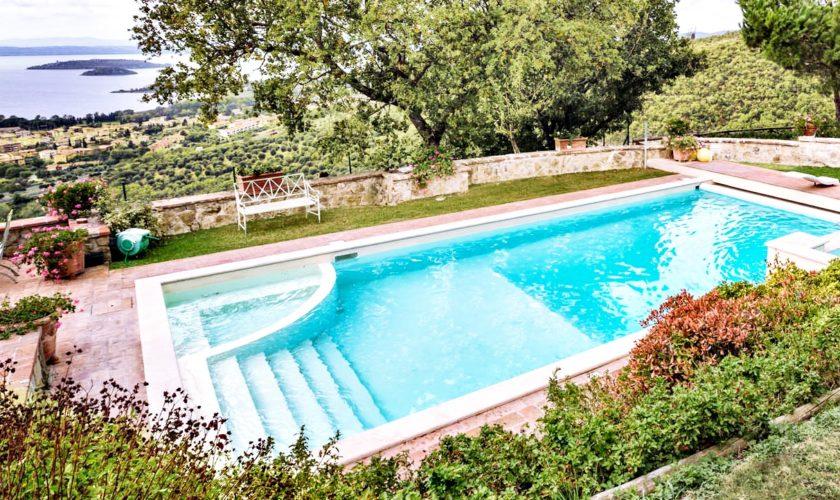 piscina esterna giardino