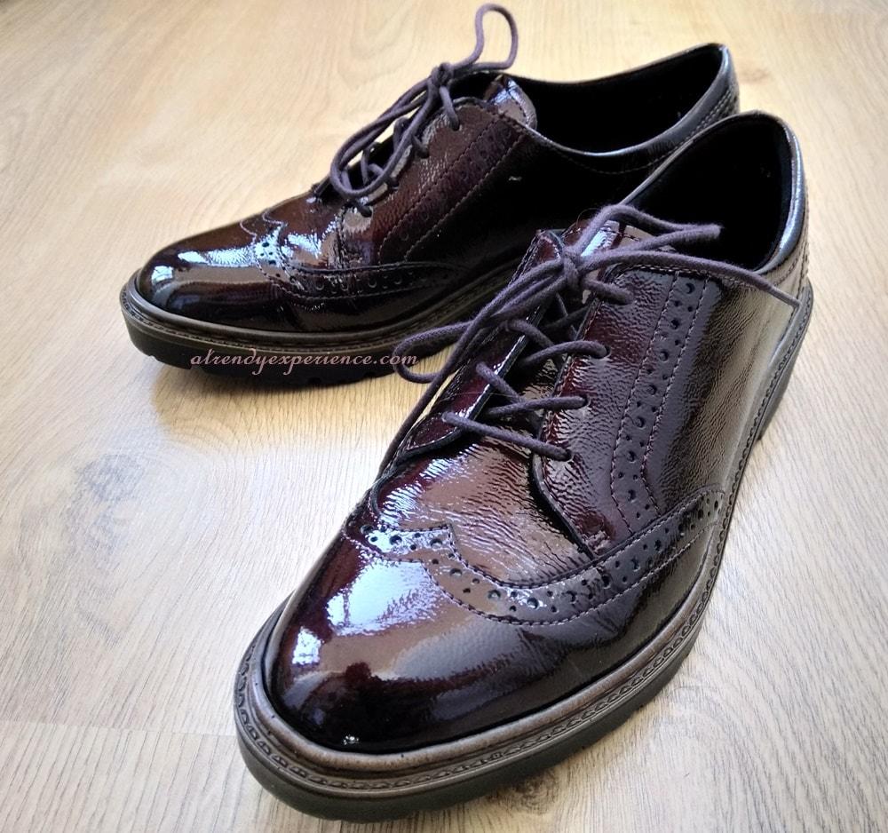 come vestirsi in ufficio con scarpe basse e gonna