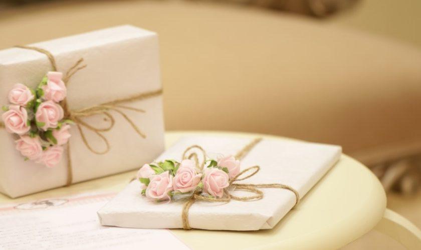 Impacchettare i regali in maniera originale