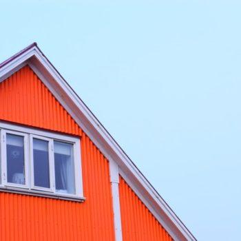 Sostenibilità, risparmio e design in una fabbrica di serramenti in PVC