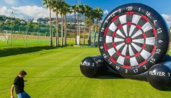 foot darts gioco gonfiabile