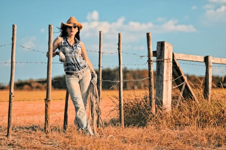 abbigliamento country quali sono gli accessori giusti per creare un outfit western