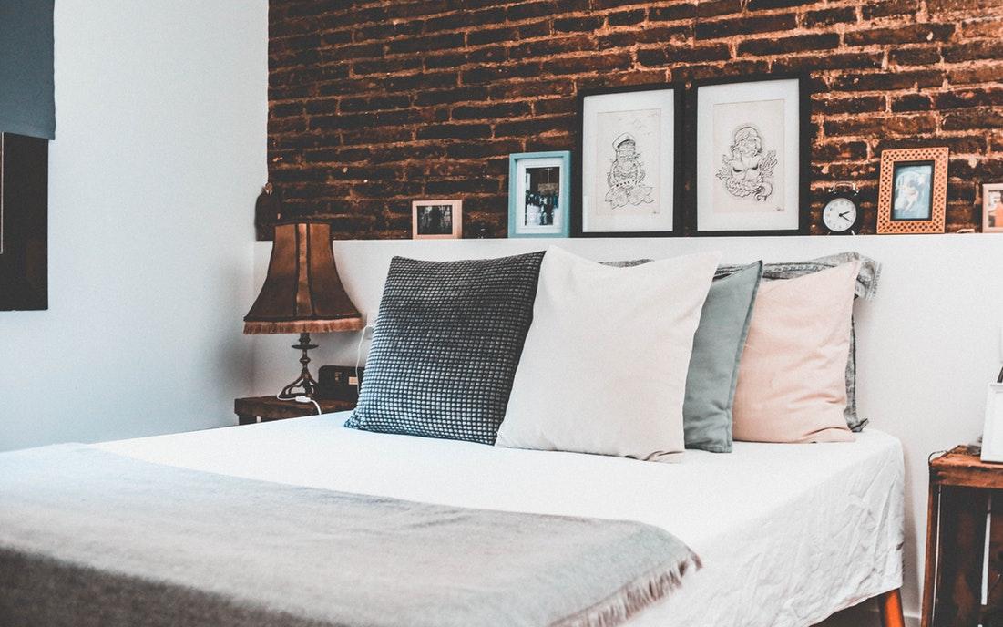 carta da parati in muratura per decorare la camera da letto