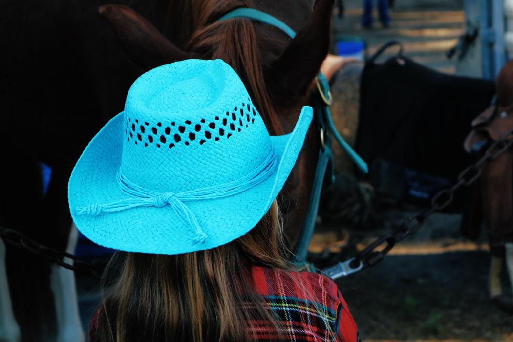 stile country cappello da cowboy bianco