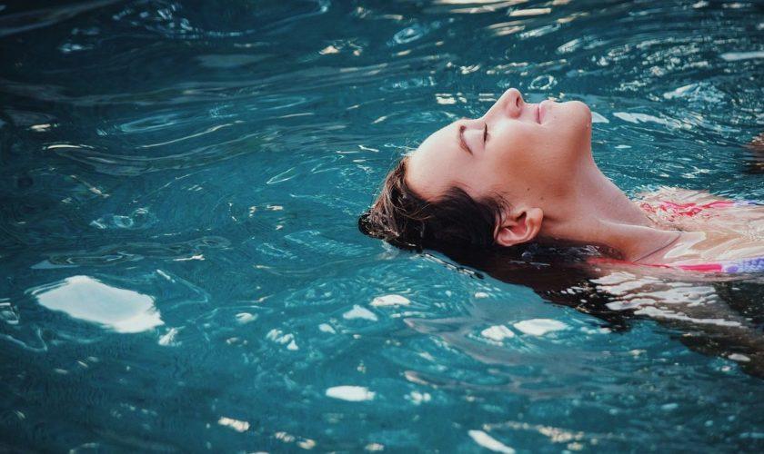 cropped-piscina-coperta-vantaggi.jpg