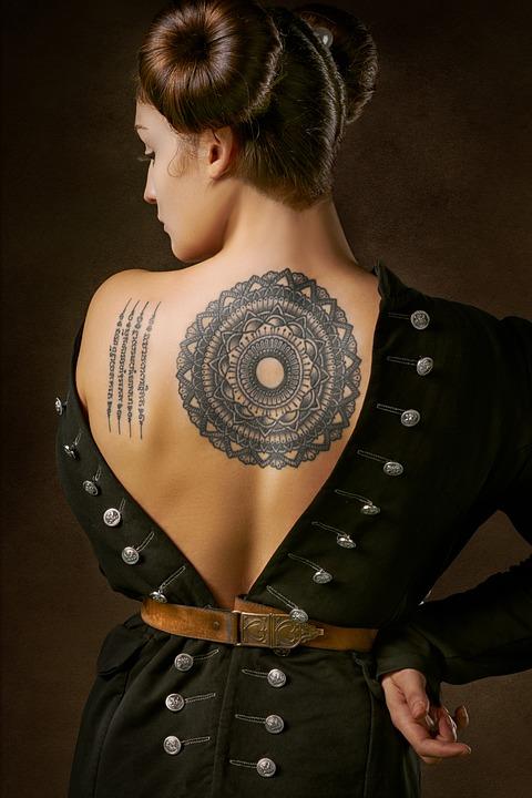 tendenze moda: disegno tatuaggio