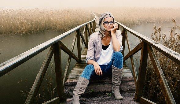 scegliere gli occhiali in base al viso colore capelli e colore incarnato pelle