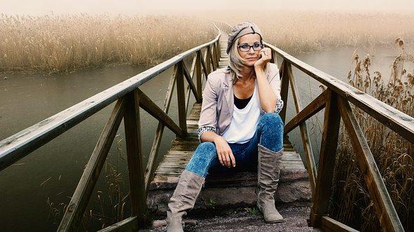 Come scegliere gli occhiali da vista e da sole in base al viso, capelli e personalità