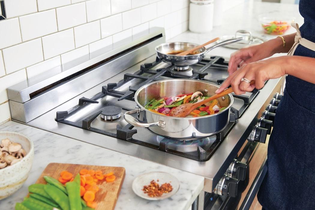 cucina di design piano di cottura in acciaio inox