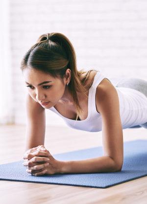 elbow plank per mettersi in forma tutti i benefici, come si comincia e challenge 30 giorni