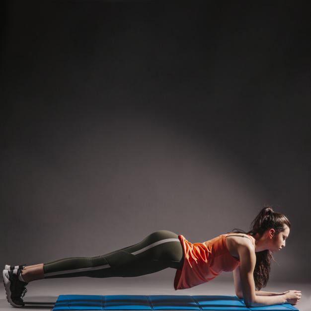 Il Plank esercizio per mettersi in forma a casa in modo facile e veloce.