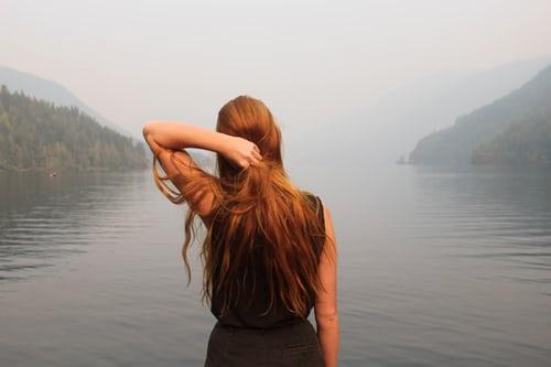 La caduta dei capelli, significato e cause emozionali