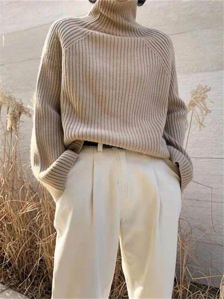 Maglione a collo alto: a chi sta bene e come abbinarlo con stile