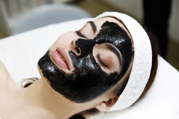 tipi di maschere viso e come sceglierle in base all'uso e caratteristiche della pelle