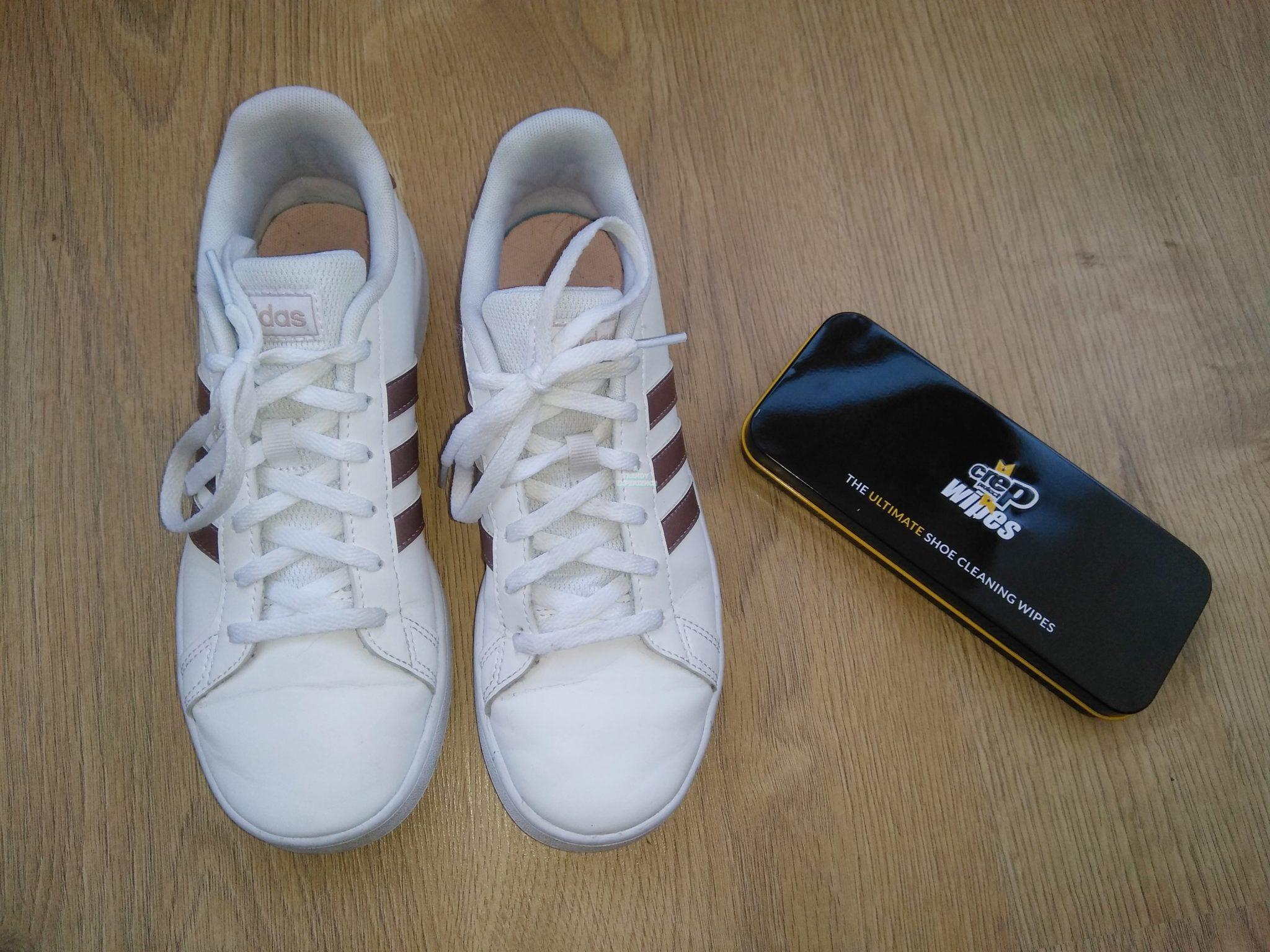 pulizia delle scarpe bianche con salviette detergenti crep protect