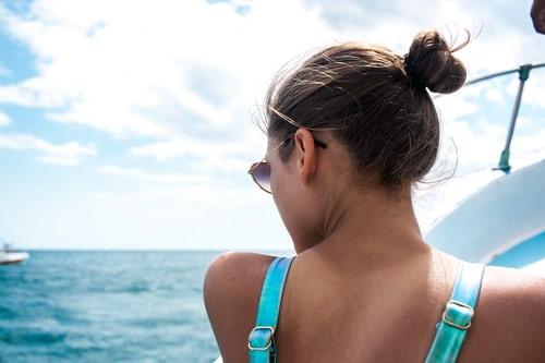 come proteggere i capelli in estate