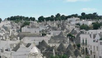 vista sul borgo di Alberobello cosa vedere in un giorno