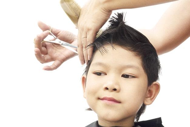 taglio capelli bambino
