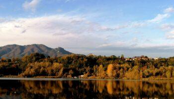 lago di varese in autunno mete migliori autunnali del nord italia
