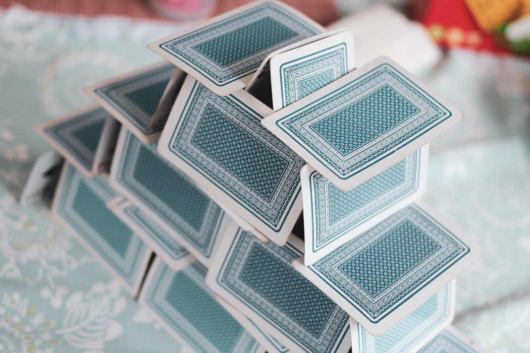 gioco con le carte la casa di carte