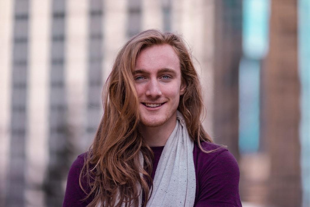stili capelli lunghi uomo cura e manutenzione