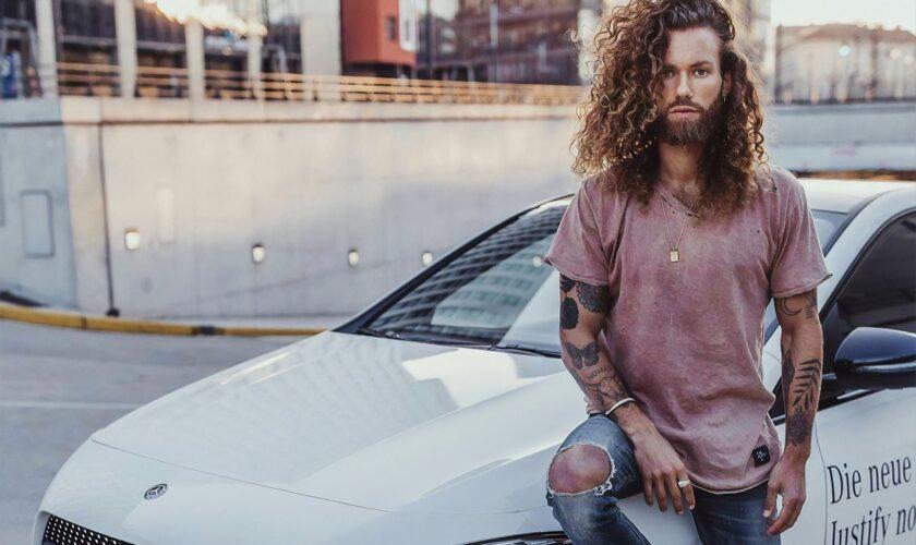 consigli e stili capelli lunghi uomo