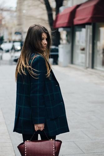 Scegliere gli abiti in base al tessuto: cappotto