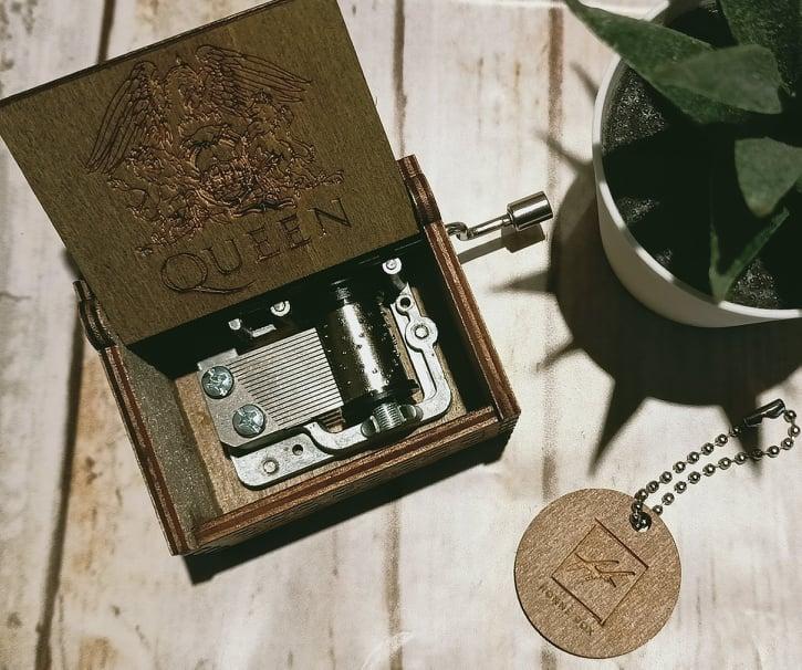 carillon musicale in legno melodia Queen