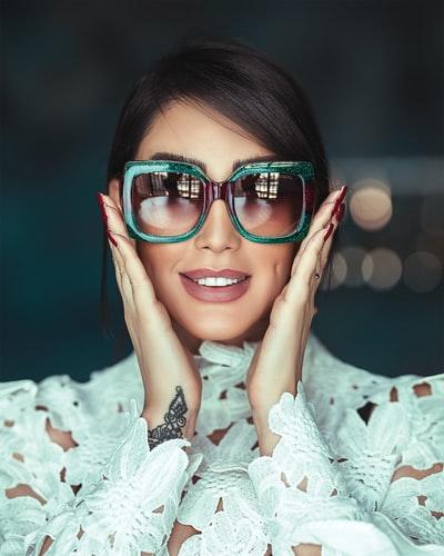 occhiali da sole stile anni '70