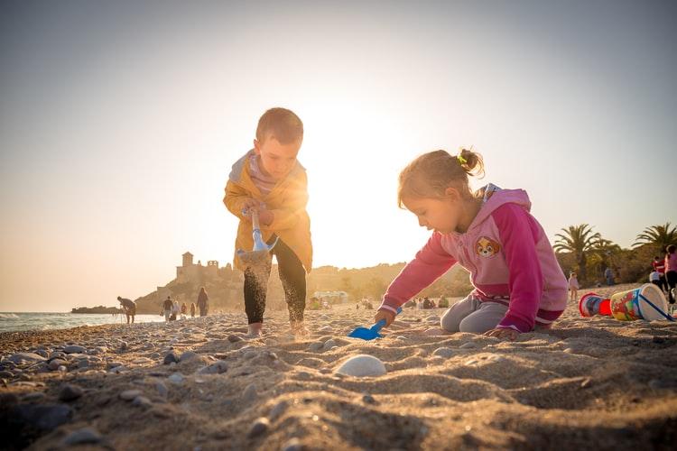 bambini al mare la lista degli essenziali