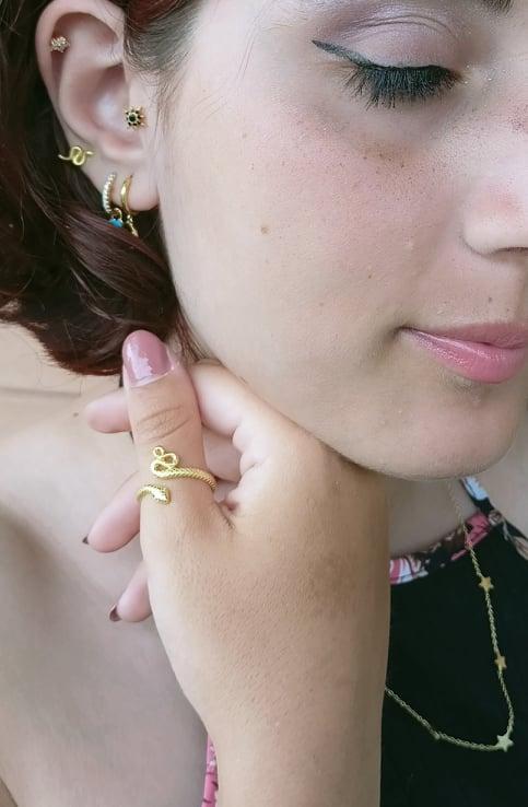 Cura del piercing orecchie