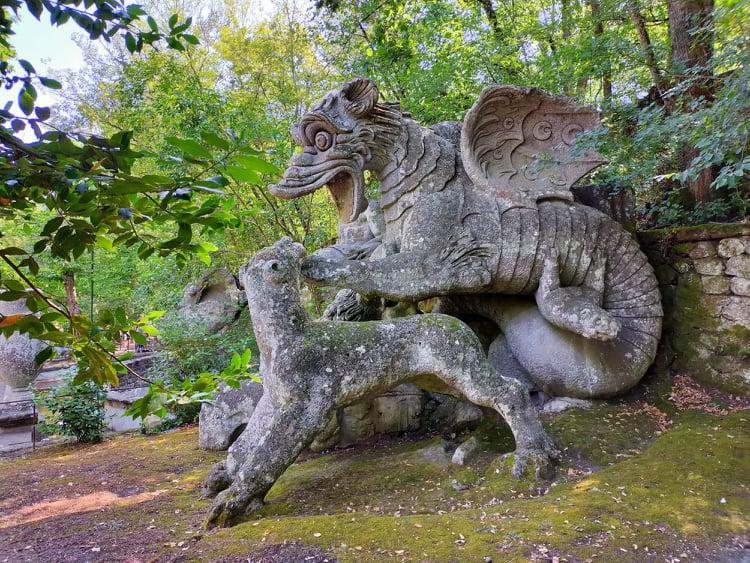 Il drago con leoni parco dei mostri bomarzo