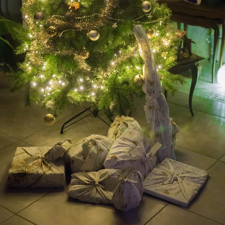 I pacchetti regalo realizzati col furoshiki