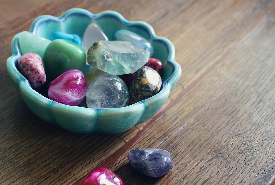 Come utilizzare le pietre preziose nella cristalloterapia