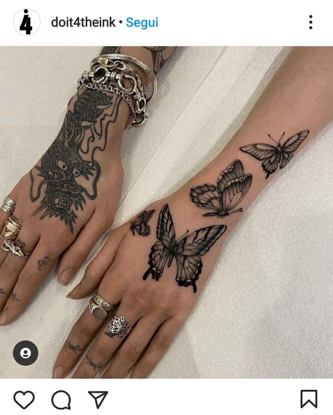 tattoo mani e dita con farfalle